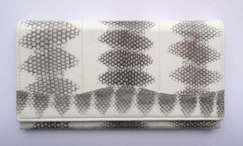 ... prostranná peněženka z přírodní hadí kůže nejvyšší kvality