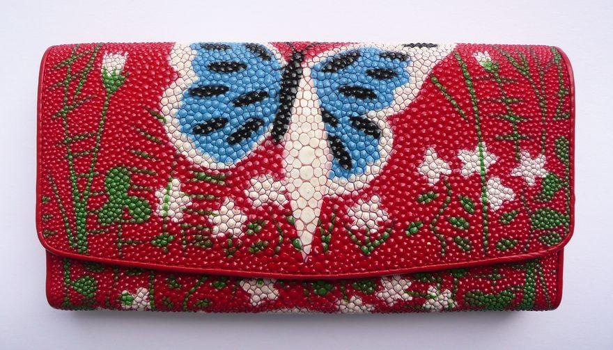 Peněženka z rejnočí kůže červená velká s motýlem 015