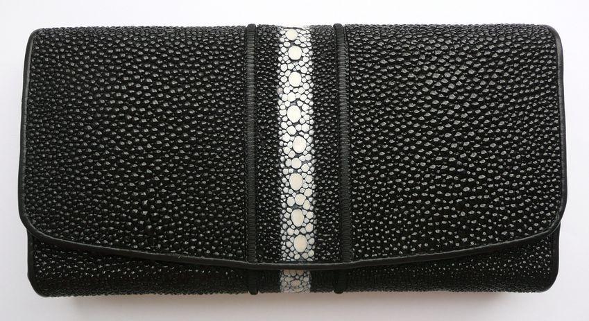 Peněženka z rejnočí kůže černá prošívaná dlouhá kostice 073