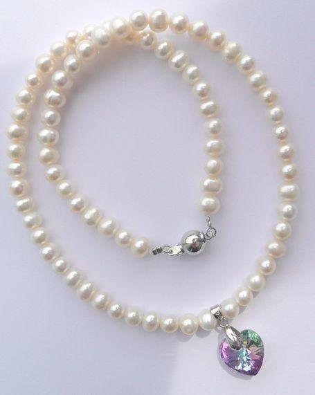 Náhrdelník z mořských perel se srdcem Swarovski