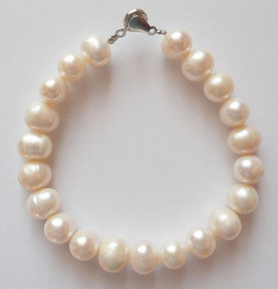 Náramek z mořských perel bílý 21 cm