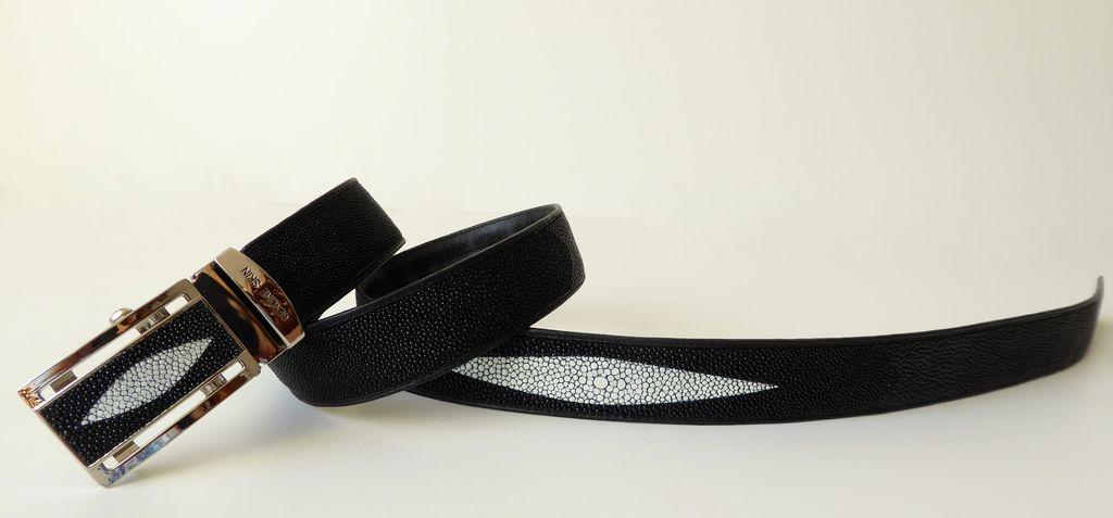Opasek z rejnočí kůže černý s jedním znakem 130 cm