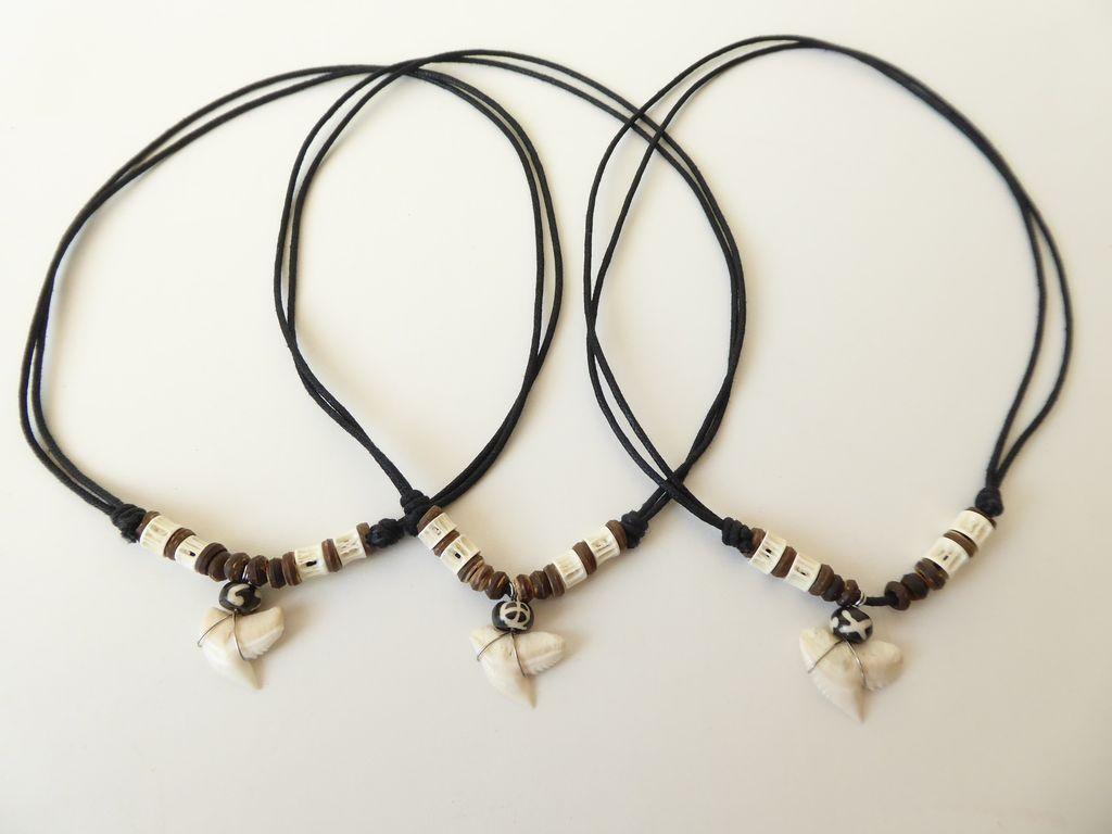 Náhrdelník žraločí zub, dřevěné korálky hnědé