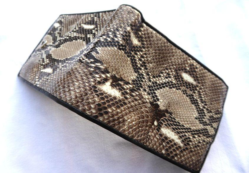 Peněženka z hadí kůže přírodní prostorná