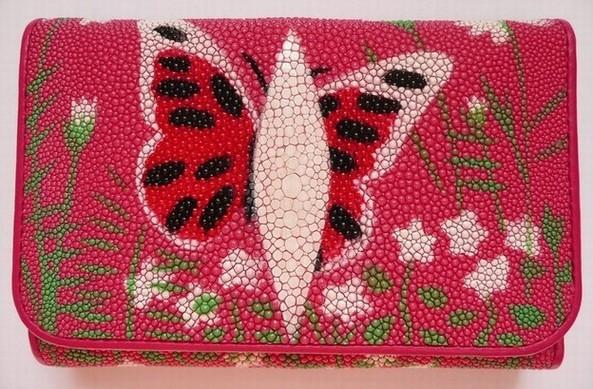 Peněženka z rejnočí kůže růžová s motýlem 002