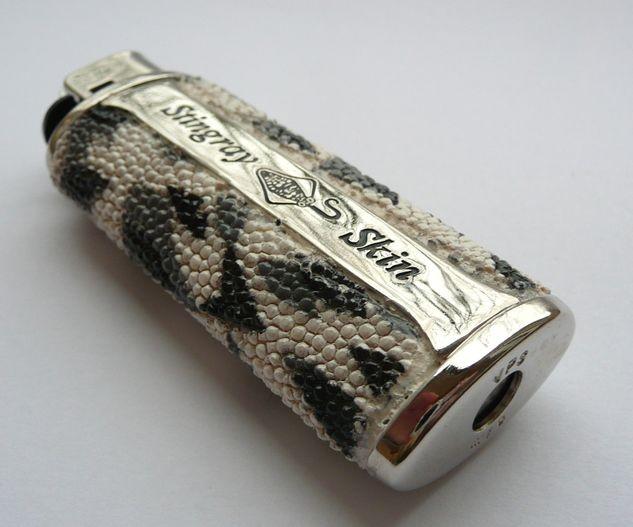 Zapalovač z rejnočí kůže Gepard