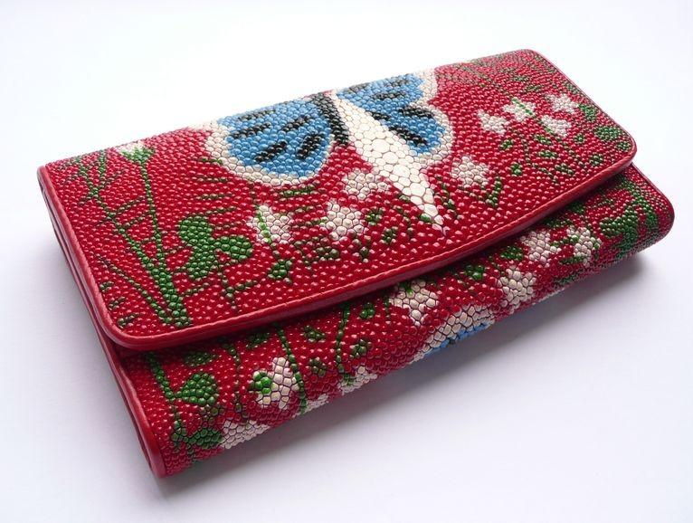 Peněženka z rejnočí kůže červená velká s motýlem