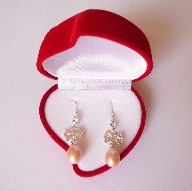 Náušnice s mořskými perlami lososové s mašličkou