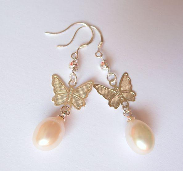 Náušnice s mořskými perlami bílé s motýlkem