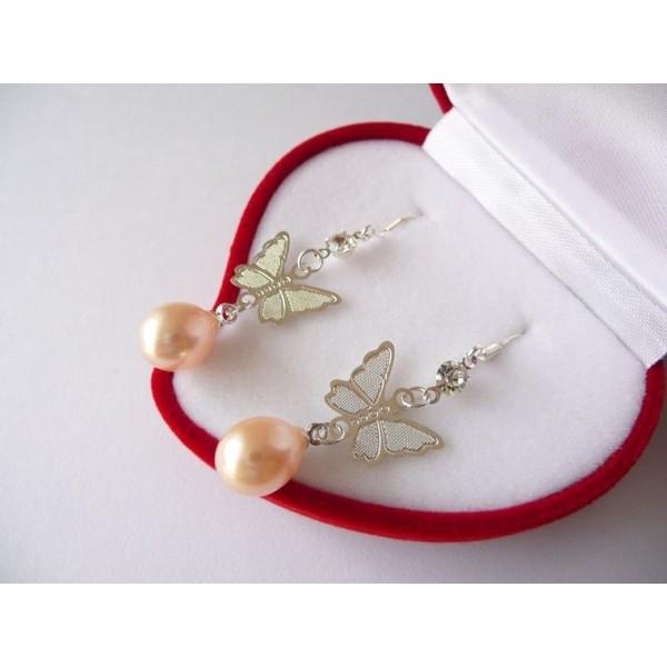 Náušnice s mořskými perlami lososové s motýlkem