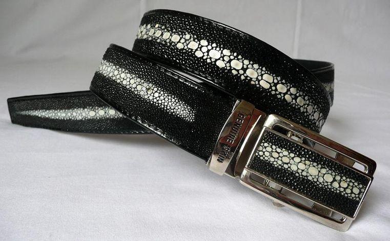 Opasek z rejnočí kůže černý s dlouhou kosticí 126 cm