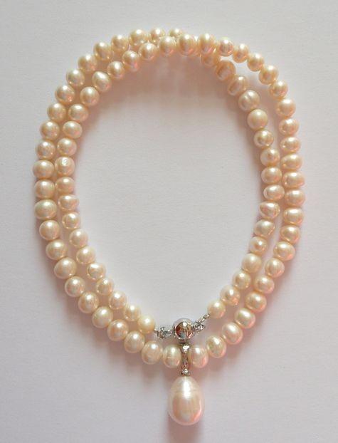 Náhrdelník z mořských perel s perlou uprostřed
